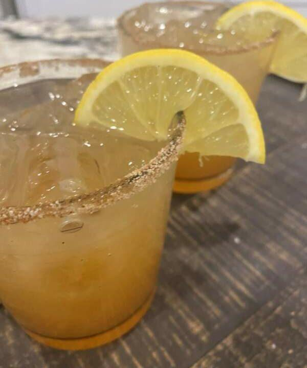 Monday Margarita Mania−Juicy Vanilla Pear Margarita